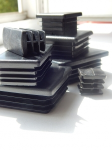 Заглушка пластиковая для трубы размером 100х100 от производителя