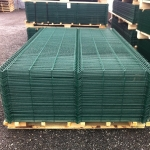 Забор из 3d сетки в полимере зеленого цвета